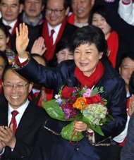 2012-12-19T154445Z_1_CBRE8BI17QN00_RTROPTP_2_KOREA-ELECTION